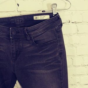 ZARA MID RISE SKINNY JEANS WITH ZIPS AT ANKLES